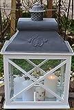 Laterne weiß im Landhausstil mit Metalldach - sehr abstrakte Form