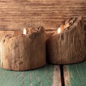 Holz-Windlicht mit Sockel aus einem Treibholz-Stamm