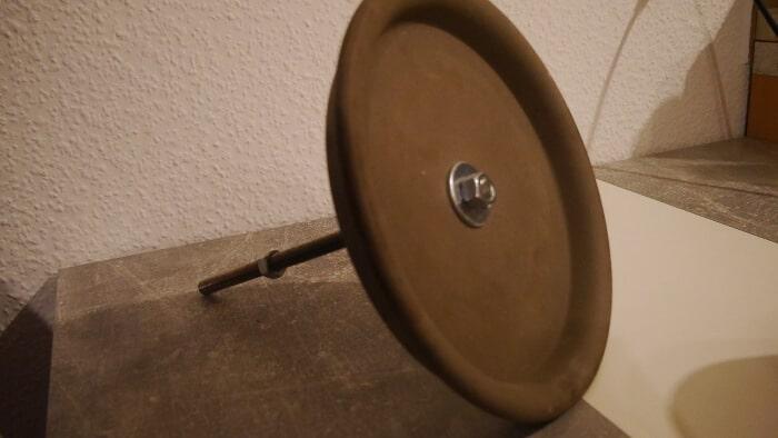 ton-bodenplatte mit gewindestange einer teelichtheizung - 2
