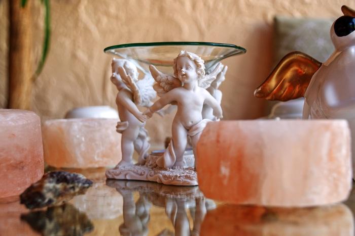 Duftlampe im Engels-motiv aus Speckstein mit ätherischen Ölen