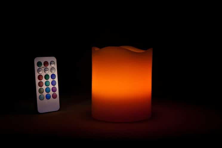 Elektrische rote Kerze mit Timer und Fernbedienung