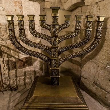 Großer Boden Kerzenständer aus Metall und Bronze