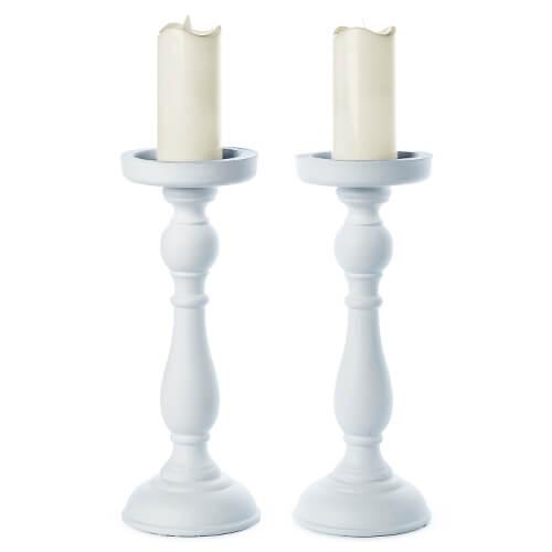 Hölzerne weiße Ständer für Kerzen im Landhausstil