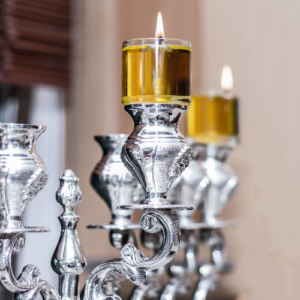 Hoher Kerzenständer in Silber mit Aufsatz für verschiedene Kerzen