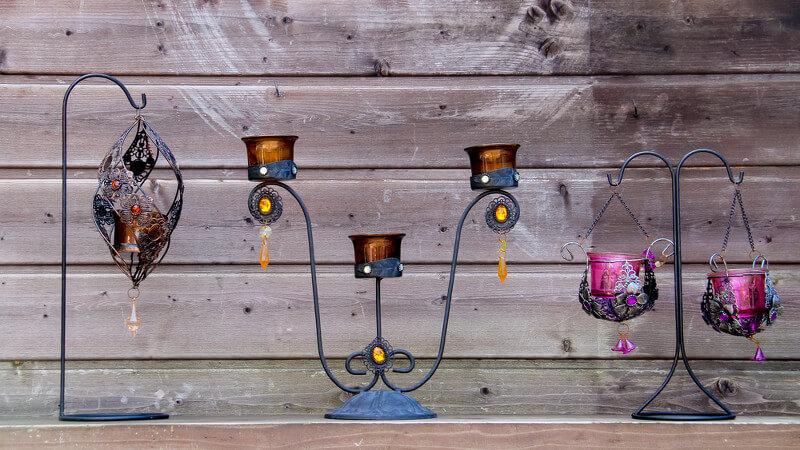 Kleine, moderne Halter aus Metall für Kerzen aller Art
