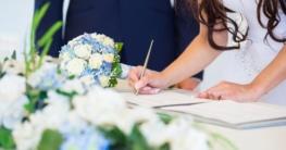 Brautpaar bei der Standesamtlichen Trauung