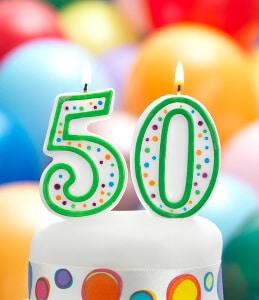 Die Zahl 50 in Form einer Kerze zum aufstecken auf einen Kuchen