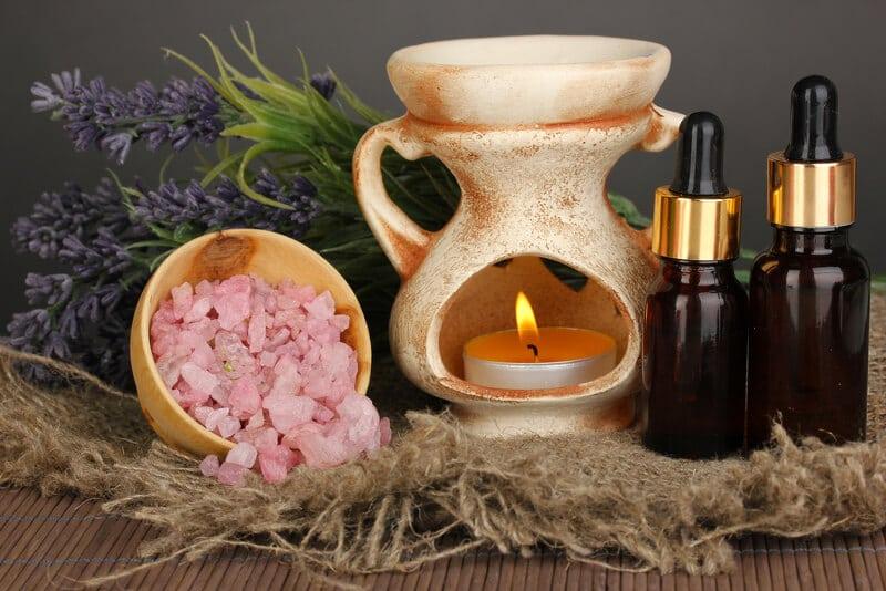 Duftlampen-Stövchen mit Lavendel, Aromakristallen und Ölen