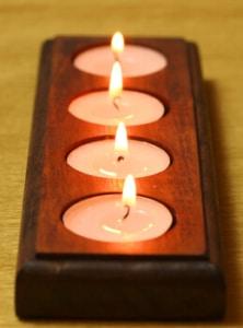 Gedrechselter Holzteelichthalter