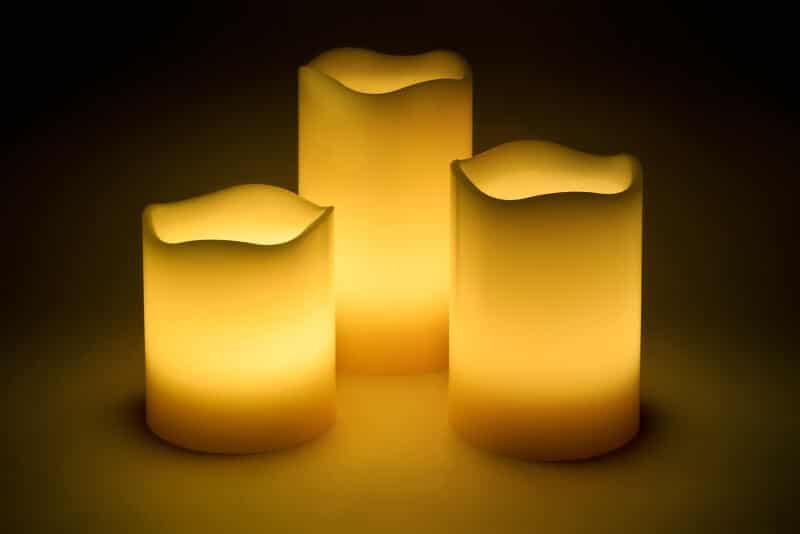 LED Candle im 3-er Set mit beweglischer Flamme für drinnen und draußen