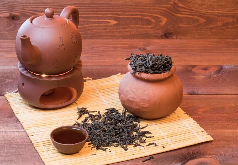 Stövchen-Tee-Service aus Keramik mit Nelken und Honig