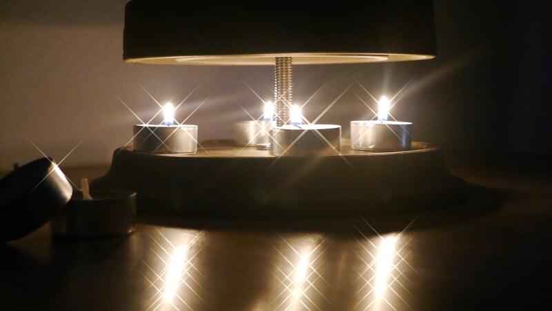 Tischofen mit Teelichtern