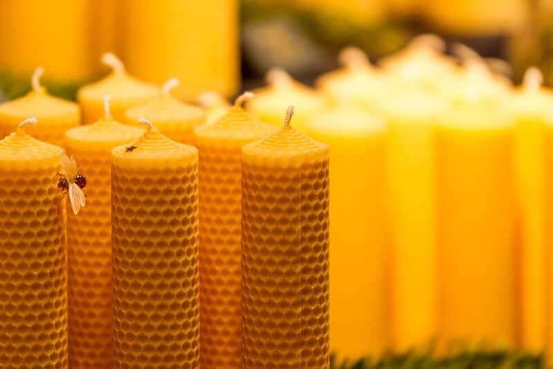 Traditionelle Kerzen aus 100% echtem Bienenwachs