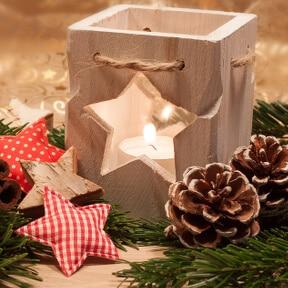 Weihnachtlichter Holz-Teelichthalter mit Sternmotiv