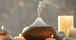 Aromadiffuser mit Kerzen im Wellness